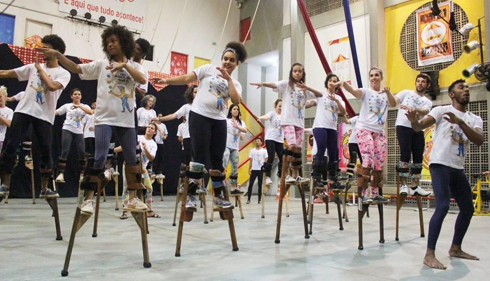 Formação para educadores de circo social